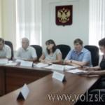 volzsky.ru-deputaty-otlozhili-rassmotrenie-popravok-v-ustav-i-progolosovali-za-proekt-poimennogo-golosovaniya