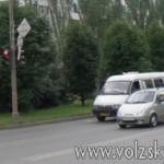 volzsky.ru-proezd-na-krasnyy-svet-stal-dorozhe-avtosvetofor-krasnyy