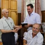 veteranam-zhurnalistiki-podarili-knigi-mamaev-kurgan-2